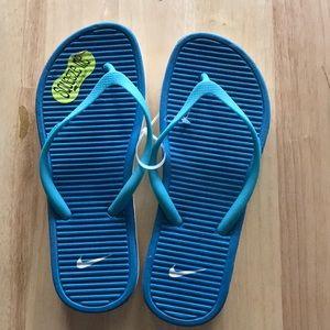 NWT Nike Flip Flops Size 8